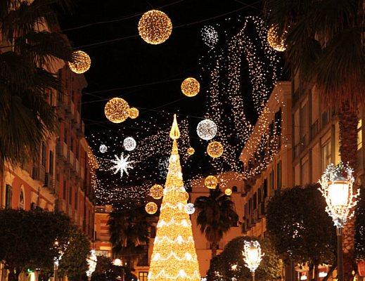 Addobbi Natalizi Napoli.La Magia Del Natale A Salerno Le Luci D Artista